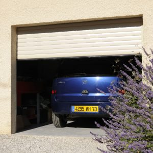 porte de garage vue exterieure zoom